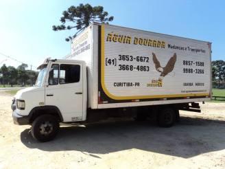 Caminhão com 33 m³